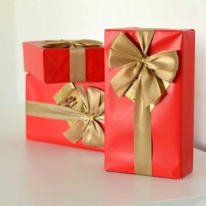 bombones caja roja con lazo chocolates jacques gourmet leon