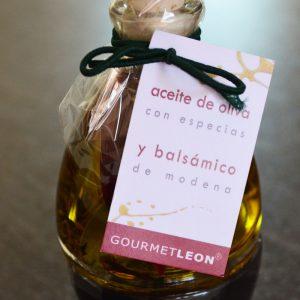 Dos botellas a 100 ml, cada una: Vinagre Balsámico y Aceite de Oliva Virgen Extra con hierbas.