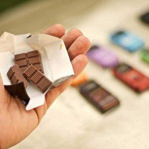 display con surtido mini tabletas de chocolate origen bagua vanini gourmet leon