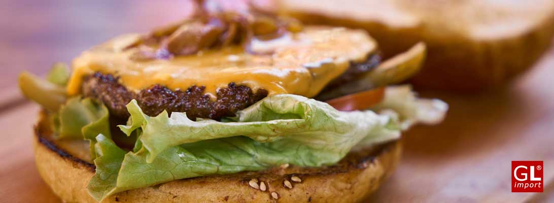 hamburguesa con cebolla caramelizada
