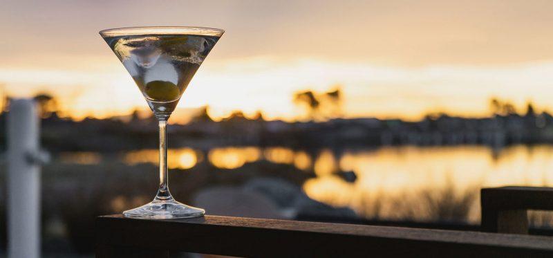 Martini con Aceituna un clásico de la elegancia