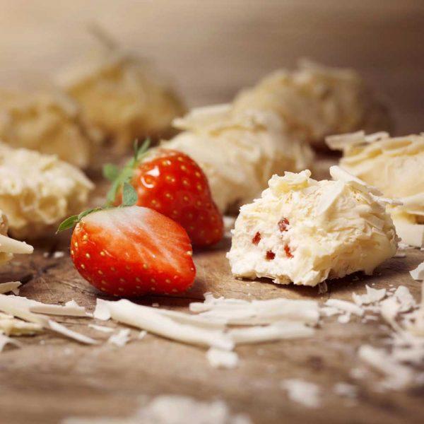 Trufas belgas de cobertura de chocolate blanco con sabor a fresa